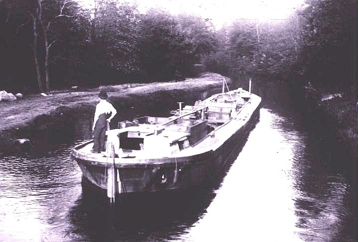MCC-0001-young man steering canal boat